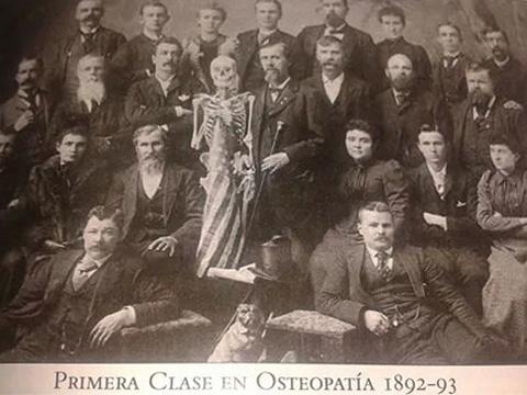 Homenaje a la mujer Osteópata primera clase osteopatía